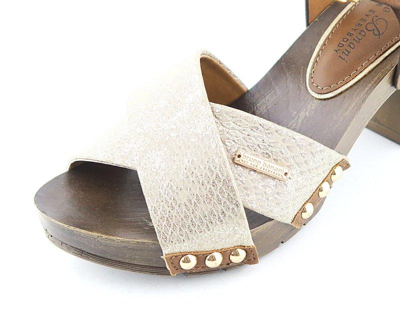 cd7ed47be8d1d Dámske trendové hnedo-zlaté sandálky BRUNO BANANI • Kabelky-topanky.sk