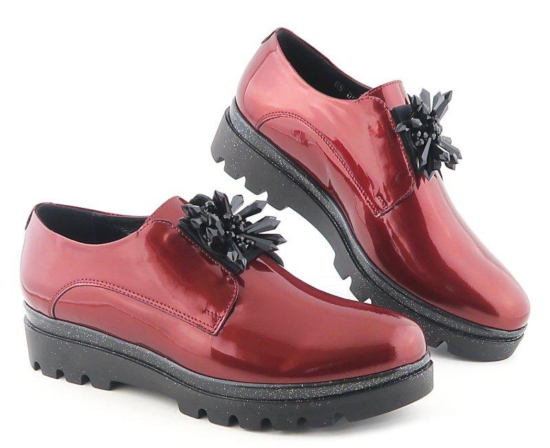 9a10a7e009128 Elegantné kožené lakované bordové topánky NIK • Kabelky-topanky.sk