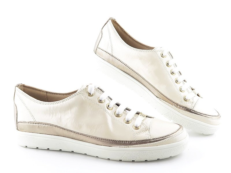 5aa34e62f736b Komfortné lakované béžové topánky CAPRICE • Kabelky-topanky.sk