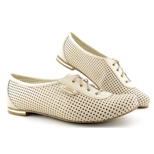 4824234d3da59 Perfórované kožené béžové topánky EMBIS • Kabelky-topanky.sk