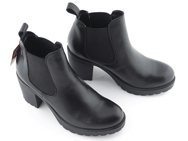 e1e7bceb4 Štýlové kožené čierne členkové topánky S.OLIVER • Kabelky-topanky.sk